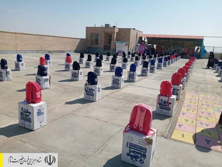توزیع بستههای لوازمتحریر بین دانشآموزان مناطق محروم استان سمنان توسط ستاد اجرایی فرمان امام