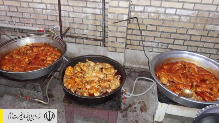 طبخ و توزیع غذای گرم در مناطق محروم استان آذربایجان شرقی توسط ستاد اجرایی فرمان امام