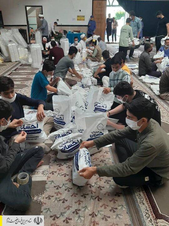 طبخ و توزیع غذای گرم در مناطق محروم استان قزوین توسط ستاد اجرایی فرمان امام
