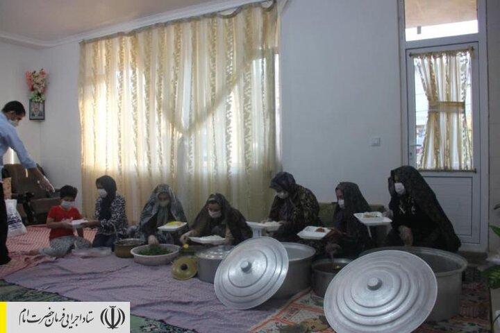 طبخ و توزیع غذای گرم در مناطق محروم استان ایلام توسط ستاد اجرایی فرمان امام