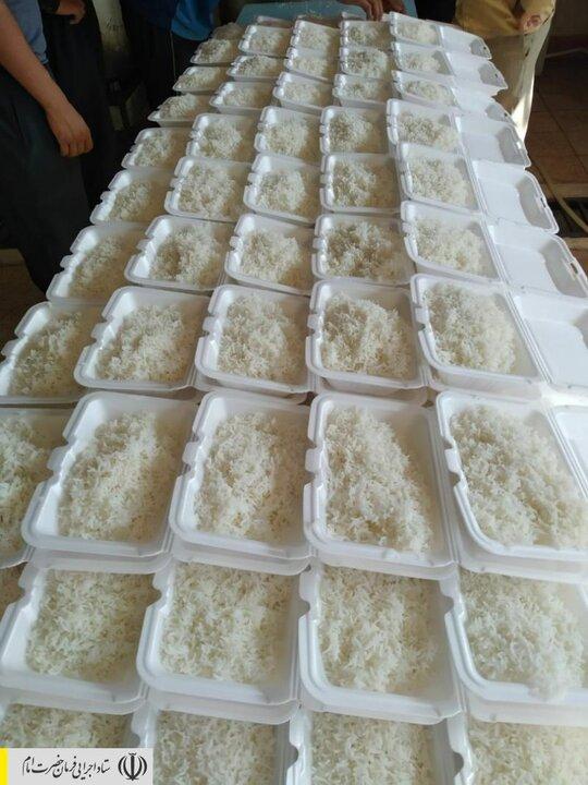طبخ و توزیع غذای گرم در مناطق محروم استان کرمانشاه توسط ستاد اجرایی فرمان امام