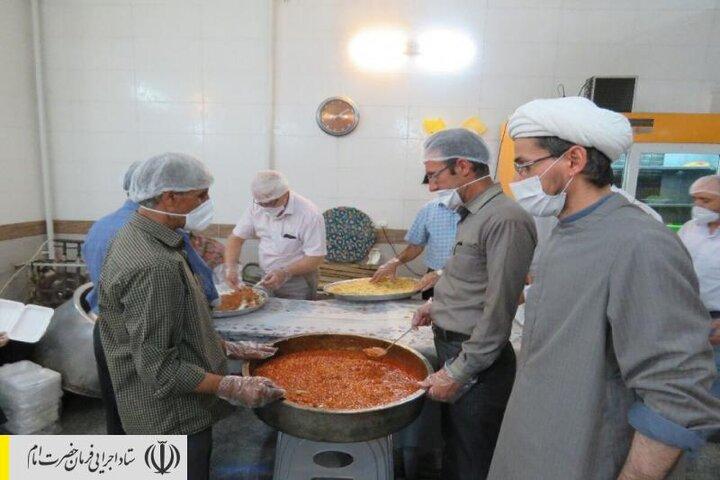 طبخ و توزیع غذای گرم در مناطق محروم استان یزد توسط ستاد اجرایی فرمان امام