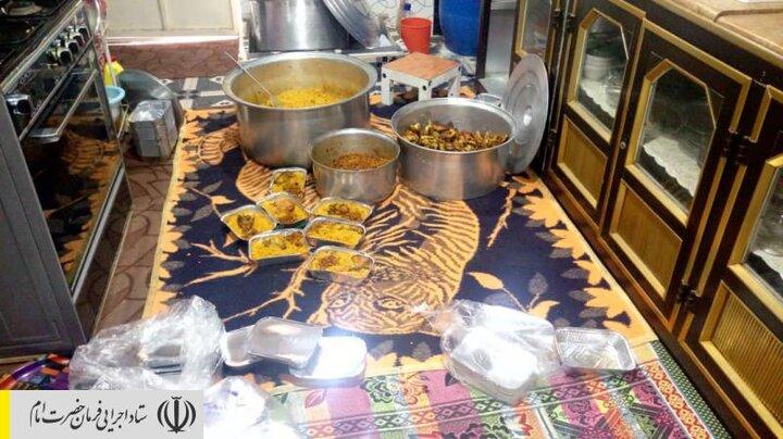 طبخ و توزیع غذای گرم در مناطق محروم استان هرمزگان توسط ستاد اجرایی فرمان امام