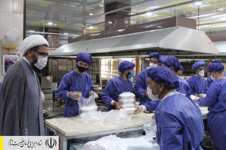 طبخ و توزیع غذای گرم در مناطق محروم استان همدان توسط ستاد اجرایی فرمان امام
