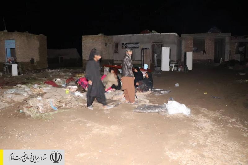 توزیع پتو در مناطق سیل زده کرمان توسط نیروهای جهادی ستاد اجرایی فرمان امام