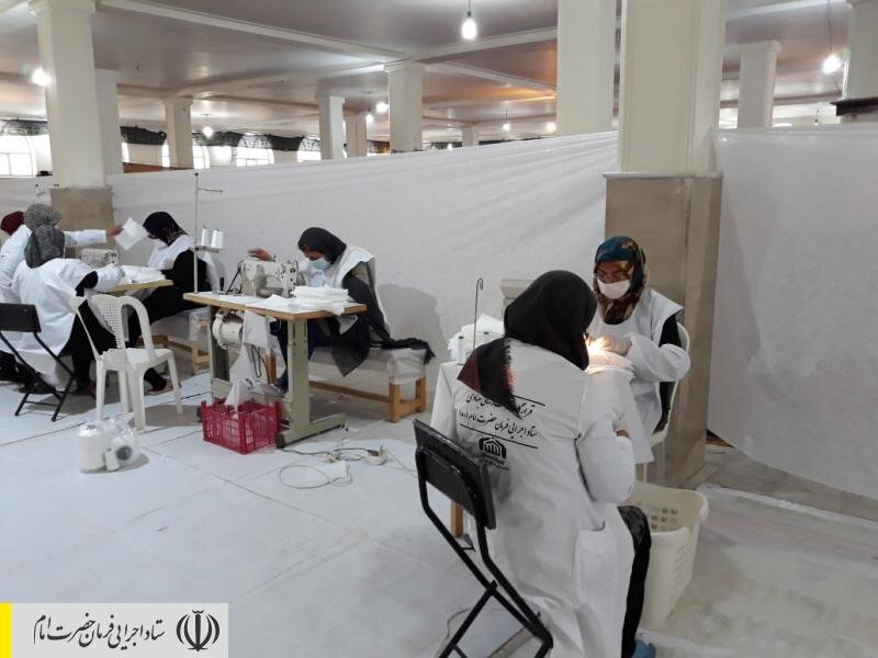 راهاندازی کارگاه تولید ماسک در یکی از روستاهای شازند توسط قرارگاه جهادی ستاد اجرایی فرمان امام