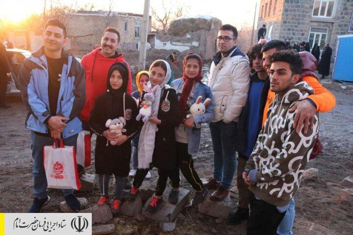 سفره یلدای ستاد اجرایی فرمان امام در کنار مردم زلزله زده آذربایجان شرقی پهن شد