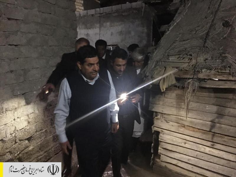 حضور رئیس ستاد اجرایی فرمان امام در مناطق سیلزده سیستان و بلوچستان و گفتگو با مردم آسیبدیده