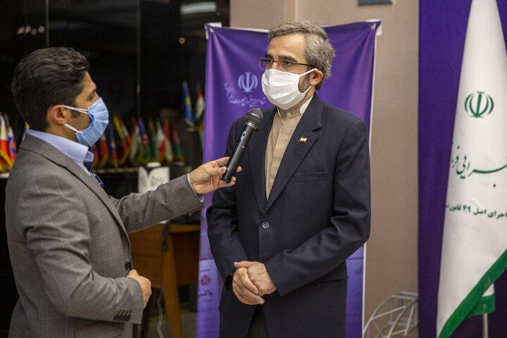 بازدید علی باقری کنی معاون بین الملل قوه قضاییه از محل کارآزمایی بالینی واکسن کرونا