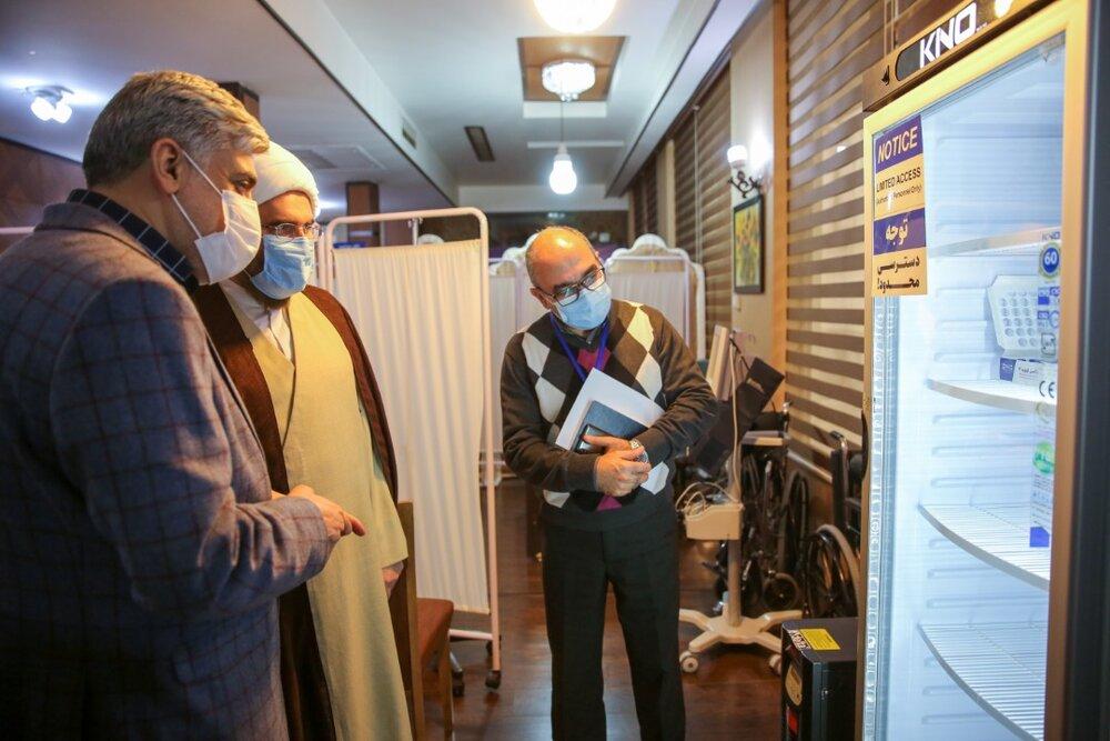 بازدید حجت الاسلام حاجعلیاکبری در بازدید از محل انجام تست انسانی واکسن ایرانی کرونا
