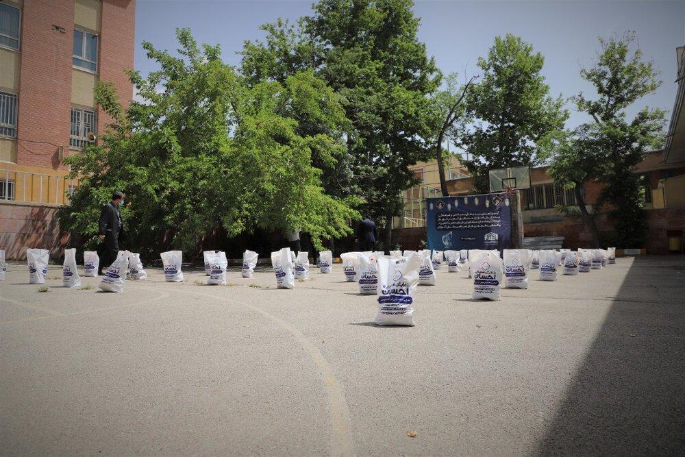 اهدای ۵ هزار بسته معیشتی و فرهنگی به خانواده دانشآموزان کمبضاعت در تهران توسط ستاد اجرایی فرمان امام