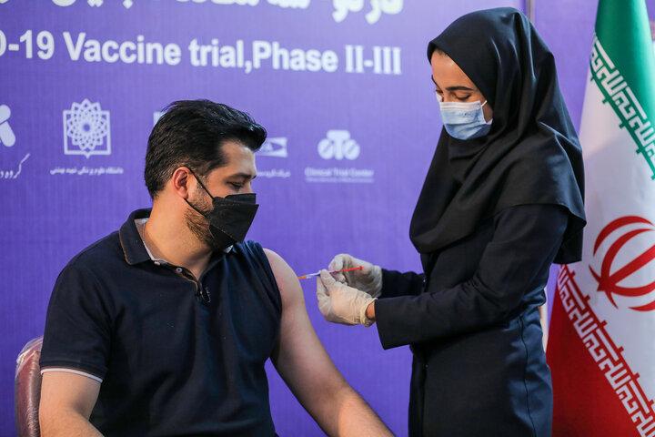 پندار اکبری (بازیگر) در تزریق واکسن کوو ایران برکت ، فاز سه مطالعات بالینی