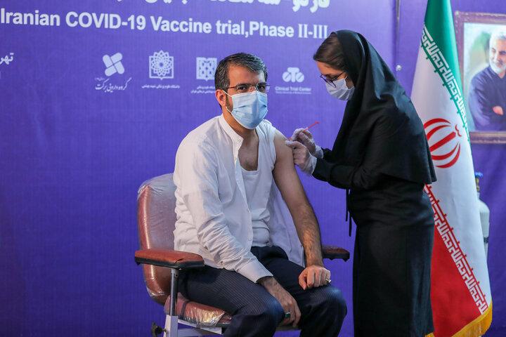 جعفر سمیعی (مدیرعامل پرسپولیس) در تزریق واکسن کوو ایران برکت ، فاز سه مطالعات بالینی