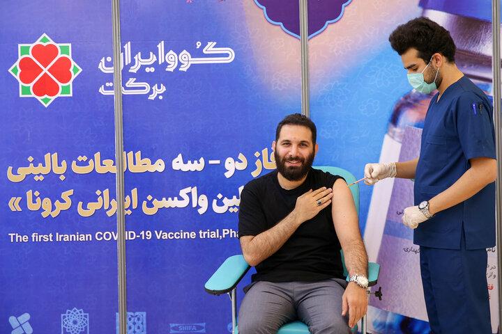 محمدحسین حدادیان (مداح) در تزریق واکسن کوو ایران برکت ، فاز 3 مطالعات بالینی