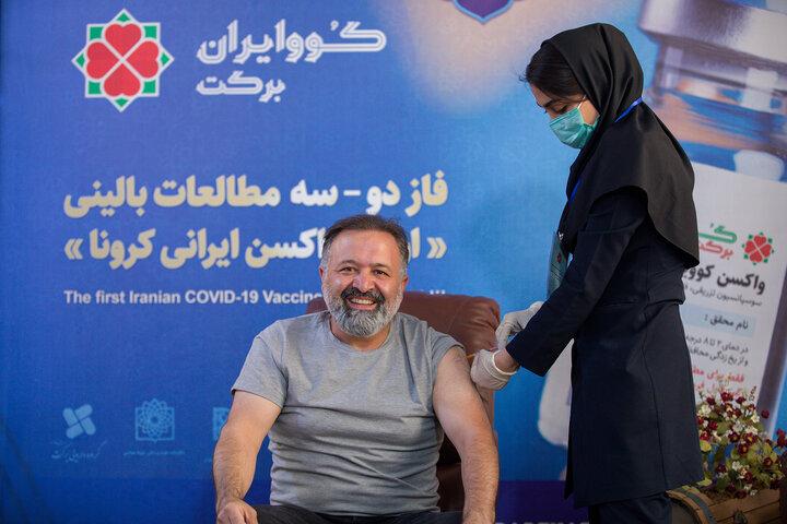 علی صالحی (بازیگر) در تزریق واکسن کوو ایران برکت ، فاز 3 مطالعات بالینی
