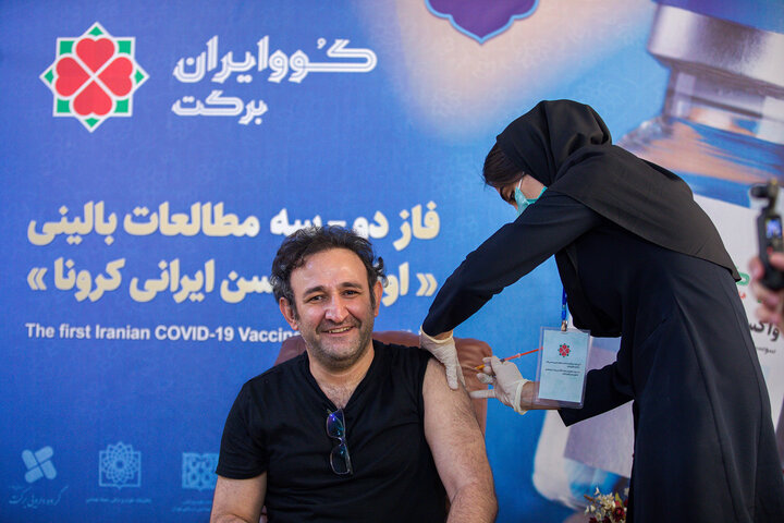 هدایت هاشمی (بازیگر) در تزریق واکسن کوو ایران برکت ، فاز 3 مطالعات بالینی