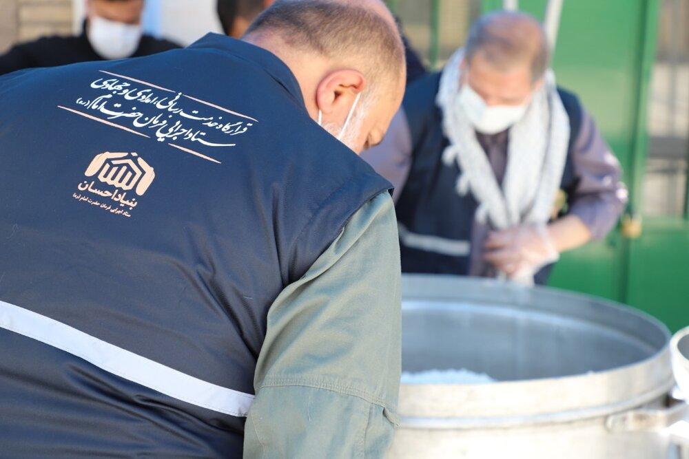 طبخ و توزیع ۸۰هزار پرس غذای گرم در مناطق محروم کشور توسط ستاد اجرایی فرمان امام