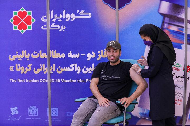 علی صبوری (بازیگر) در تزریق واکسن کوو ایران برکت ، فاز 3 مطالعات بالینی