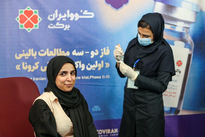 سیده زینب موسوی (فعال فضای مجازی) در تزریق واکسن کوو ایران برکت ، فاز 3 مطالعات بالینی