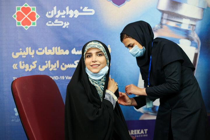 مژده لواسانی (مجری) در تزریق واکسن کوو ایران برکت ، فاز 3 مطالعات بالینی