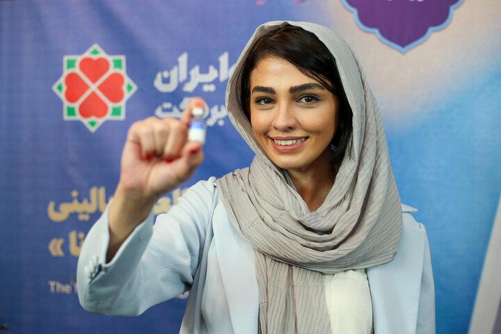 سیما خضرآبادی (بازیگر) در تزریق واکسن کوو ایران برکت ، فاز 3 مطالعات بالینی