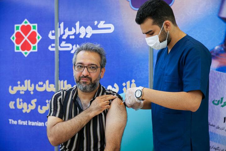 بابک صحرایی (ترانه سرا) در تزریق واکسن کوو ایران برکت ، فاز 3 مطالعات بالینی