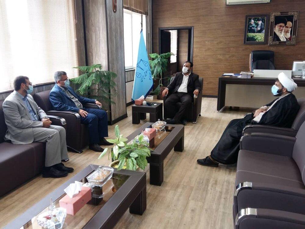 نشست صمیمانه مدیر کل ستاد اجرایی فرمان حضرت امام (ره) استان هرمزگان با رئیس کل دادگستری هرمزگان