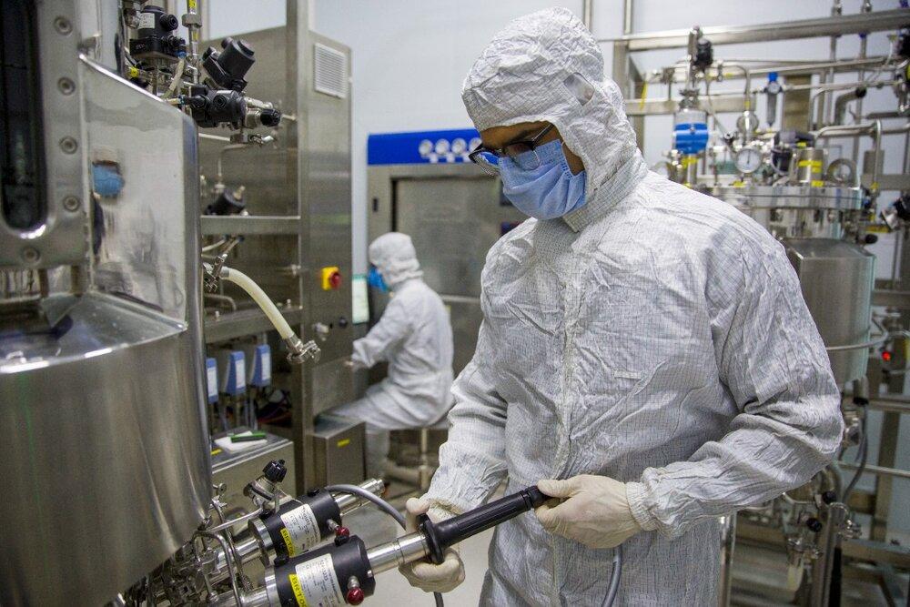 بروز مشکل در خط تولید واکسن کوو ایران برکت، کذب است/ تحویل ۷۰۰ هزار دوز واکسن به وزارت بهداشت تا این هفته و تحویل هفتگی ۱ میلیون و ۲۰۰ هزار دوز از مرد