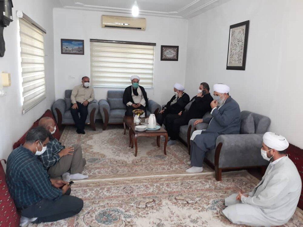 نشست صمیمی مدیرکل ستاد اجرایی فرمان حضرت امام با ائمه جمعه اهل تشیع و تسنن