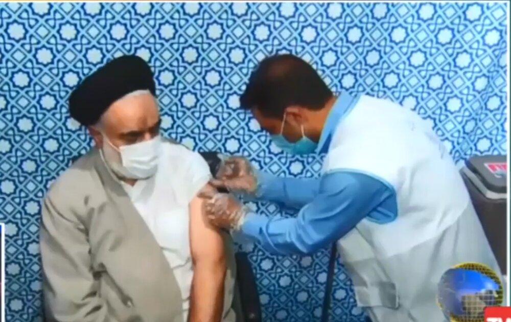 تزریق واکسن برکت توسط آیت اله مهدوی عضو مجلس خبرگان رهبری