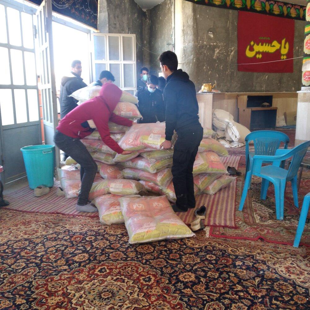توزییع بسته های معیشتی بنیاد احسان توسط گرو های جهادی شهید جواد محمدی شهرستان چادگان