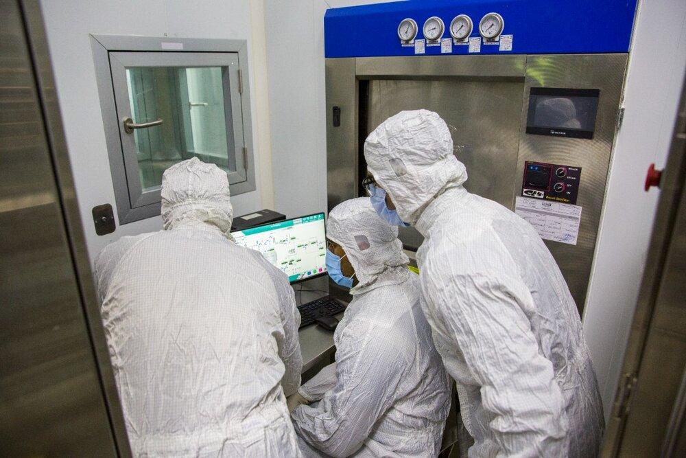 """شمارش معکوس برای آغاز کارآزمایی بالینی """"واکسن برکت"""" برای 12 تا 18 سالهها / تولید بیش از 16 میلیون دوز از نخستین واکسن ایرانی کرونا"""
